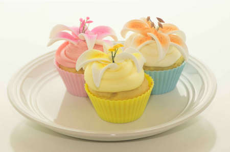 pascha: Easter Cupcakes With Flowers On A Plate Stock Photo