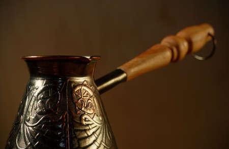 coppery: closeup ramato decorata di una macchina da caff� con un manico