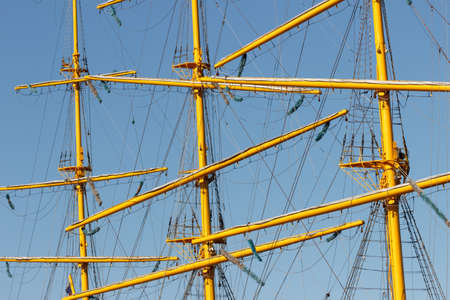 Rays, masts, cables and rigging of a sailing ship close-up. Banque d'images