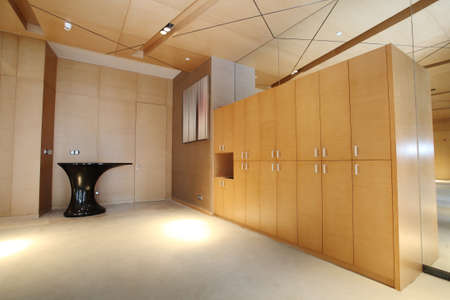 perspectiva lineal: Un gabinete trastero, sal�n Foto de archivo