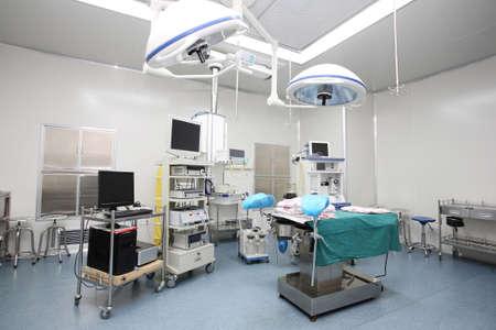 equipos medicos: Dentro de los hospitales, quirófanos y equipos médicos