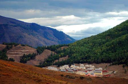 xinjiang: Paysage pittoresque village de Xinjiang Kanas