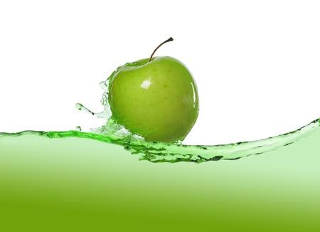 manzana agua: Apple en jugo Foto de archivo
