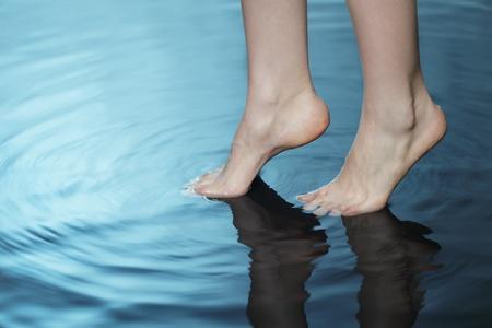 le pied dans l'eau