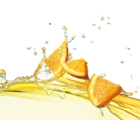 fruit juice: fettina d'arancia nel flusso di succo