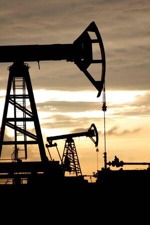 oil field:  oil wel
