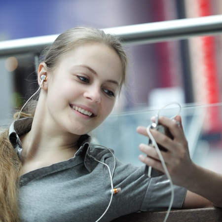 beauty girl listen music photo