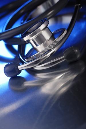 medische instrumenten: stethoscoop op metalen dek