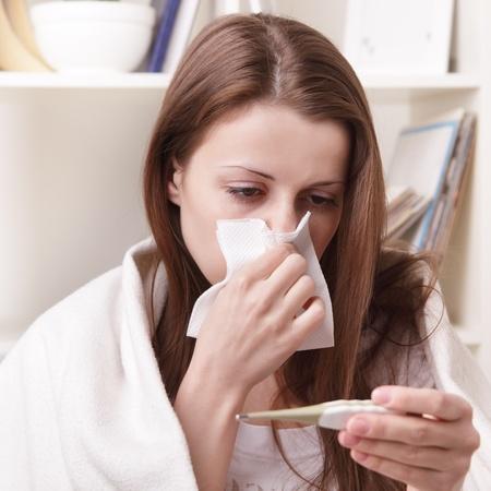persona enferma: ella sufre de un resfriado Foto de archivo