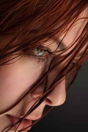verdrietig meisje: schoonheid meisje huilen
