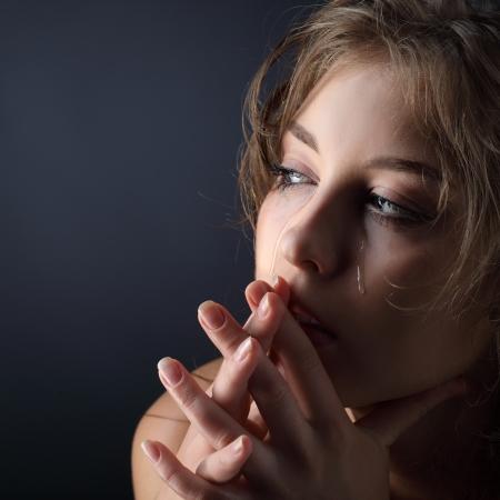 mujer llorando: belleza chica grito