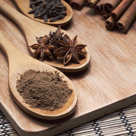 clove of clove: Herbs and Spices over wooden background