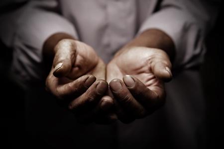 pobreza: manos hábiles anciano Foto de archivo