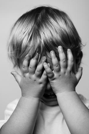 crying boy: ni?o llorando