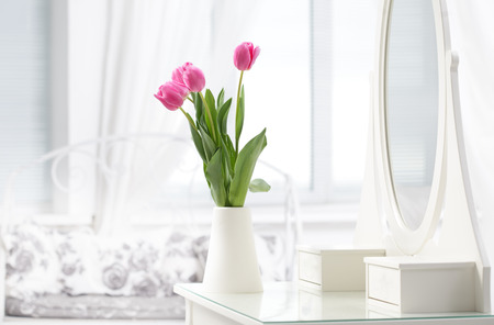 tulip in room Standard-Bild