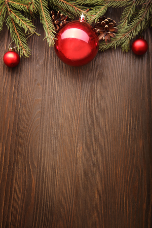 크리스마스 트리 및 나무 배경 공간에 장식 레터링