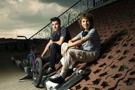 extreme sports: two teenagers talking in the park about extreme sports