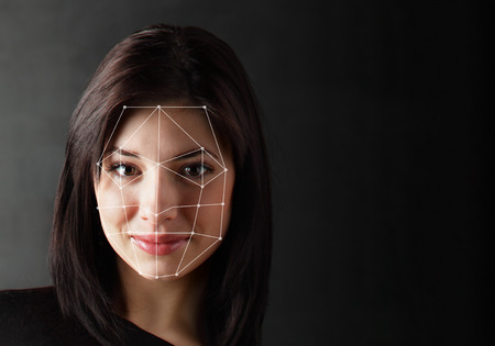 Biometric Verification - Donna Face Detection, l'alta tecnologia Archivio Fotografico - 75102576