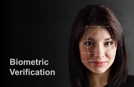 Biometrische Verifikation - Frau Gesichtserkennung, High-Tech Standard-Bild - 76768593