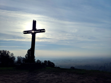 Good Friday concept: Silhouette cross of Jesus Christ on meadow sunrise sky Archivio Fotografico