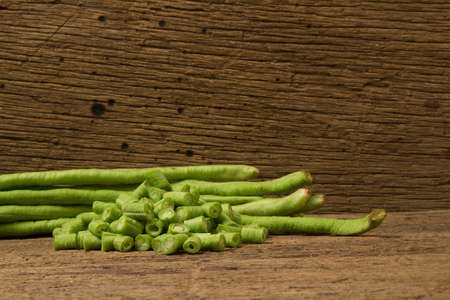 Long bean on wood. Imagens - 110986516