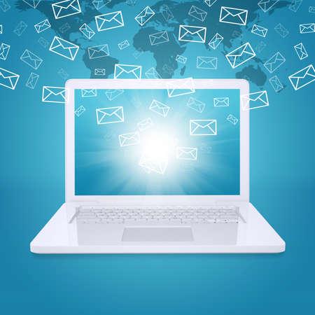 Emails vliegen van laptop scherm Het concept van e-mailing