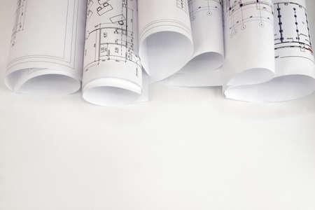 Scrolls von Architekturzeichnungen Der Schreibtisch Architekt Standard-Bild - 27318776