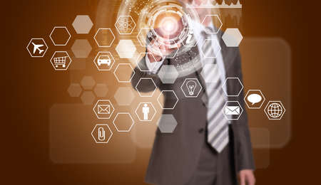 rectangulo: Hombre de negocios en traje dedo presiona el bot�n virtual