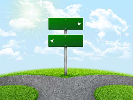 Crossroads Schild. Grünes Gras, Gabel in den Weg und Himmel als Hintergrund