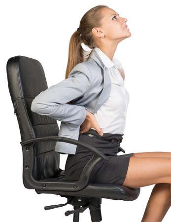 dolor de espalda: Empresaria con el dolor de espalda despu�s de estar sentado en silla de oficina. Aislado sobre fondo blanco Foto de archivo