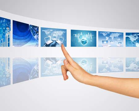 selects: Barretta seleziona uno degli schermi virtuali. Specchio riflesso Archivio Fotografico
