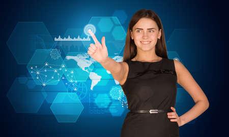 mano derecha: Mujer joven que mira su dedo �ndice de la mano derecha y pulsando en la pantalla hologr�fica con cuadros gr�ficos