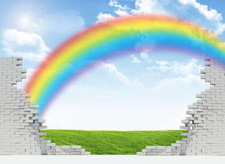 champ vert: Paysage avec arc en ciel, champ vert dans le mur cass� Banque d'images