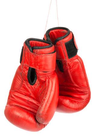 guantes de box: Los guantes de boxeo rojos sobre fondo blanco aisladas
