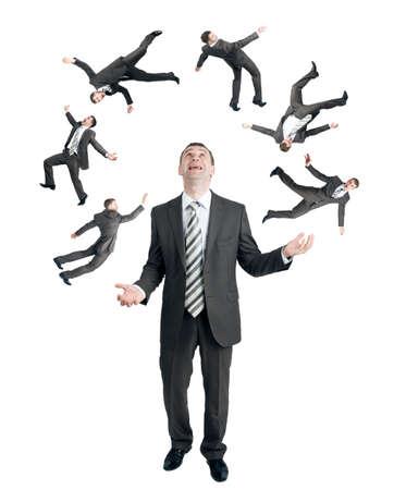 Homme d'affaires jongler petites gens isolé sur fond blanc Banque d'images
