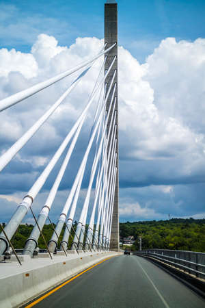 The Penobscot Narrows Bridge over the Penobscot River in Maine Banque d'images
