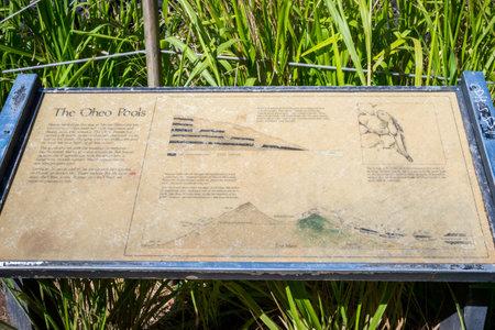Maui, HI, USA - August 27, 2019: There Oheo Pools signage post 新聞圖片