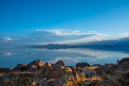 An overlooking landscape view of Antelope Island State Park, Utah Zdjęcie Seryjne