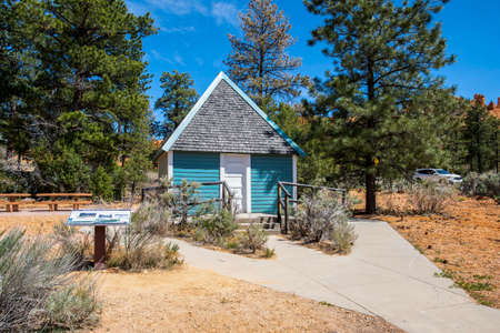 Dixie National Forest, UT, USA - May 24, 2020: The Podunk Guard Station 新聞圖片