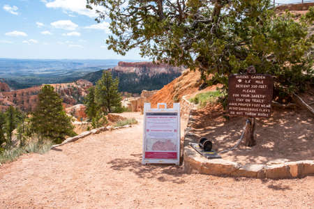 Bryce Canyon NP, UT, USA - May 23, 2020: The Queens Garden Trail 新聞圖片