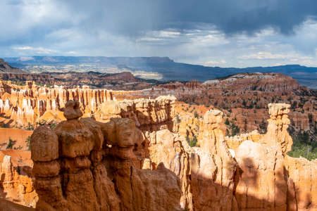 A natural rock formation of Red Rocks Hoodoos in Bryce Canyon National Park, Utah 版權商用圖片 - 168414757