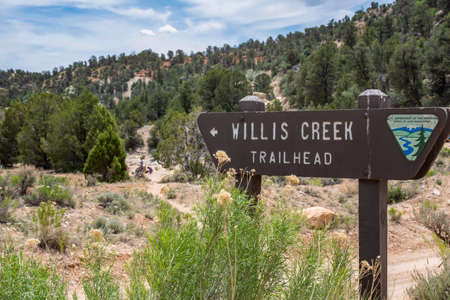 Bryce Canyon NP, UT, USA - May 30, 2020: The Wills Creek Mountain Trailhead 新聞圖片
