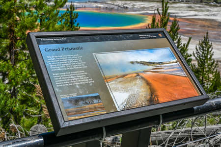 Yellowstone NP, WY, USA - July 11, 2020: The Grand Pristmatic Spring 新聞圖片