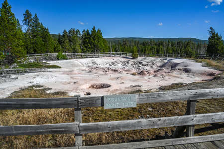 Yellowstone NP, WY, USA - August 7, 2020: The Fountain Paint Pot 新聞圖片