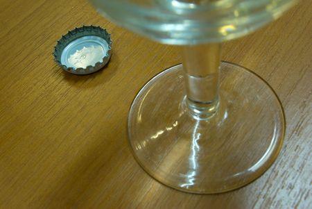El fusible de una botella de vidrio se establecen cerca de una