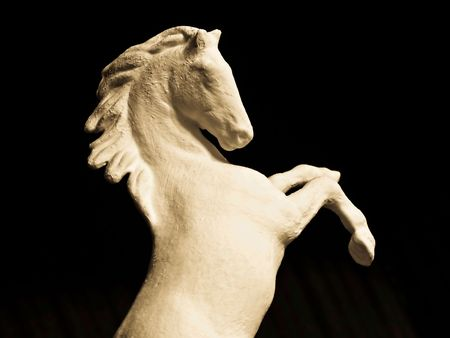 levantandose: La escultura del caballo, levantarse sobre bastidores, moldeados manualmente