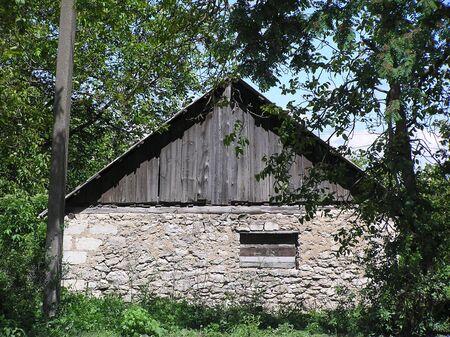 Vieja caba�a de madera en un marge