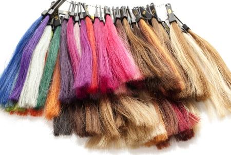 pelo castaño claro: hebras de color del pelo en un fondo blanco