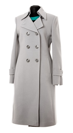 데미 시즌 코트는 흰색 배경에 고립