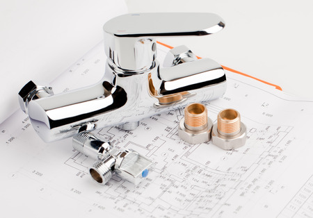 shower faucet, plumbing and tools lying on drafting for repair Stockfoto